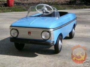 Синяя детская машина с педалями