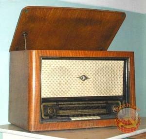 """Радиола """"Дайна"""". Модель 1958 года."""