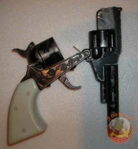 Металлический, раскладной пистолет