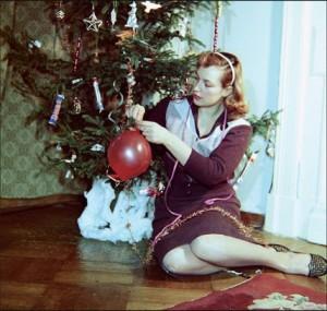 Киноактриса Клара Лучко у елки. 1968