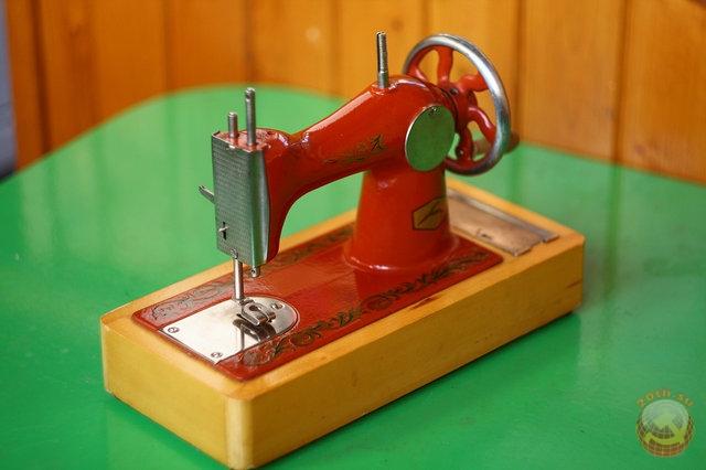 Швейные машинки советских времен фото