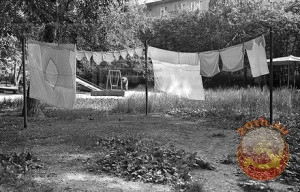 Белье на веревках во дворах