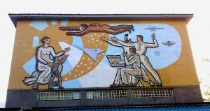 Советская мозаика на здании