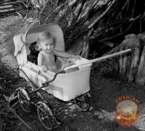 Детская коляска времен СССР