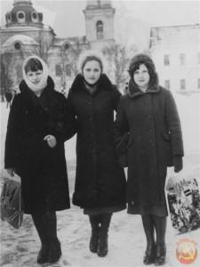 Девушки с полиэтиленовыми пакетами СССР