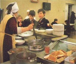 Школьная столовая времен СССР