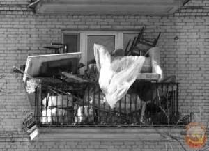 Хлам на советском балконе