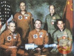 Астронавты и космонавты вместе