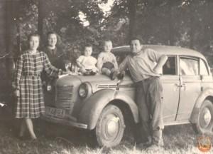 Москвич 401 и семья