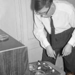 Бобинный магнитофон на советской свадьбе