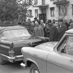 Волга или Чайка - основные машины на советских свадьбах