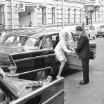 Катались на машинах Волга или Чайка