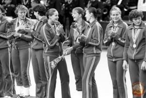 женский гандбол на награждении. Москва 1980 год.
