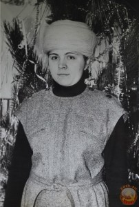 Заведующая отделом парфюмерии, 1980 год. в шапке