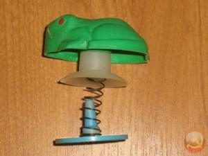 лягушка на присоске
