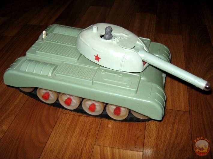 Игрушечный танк