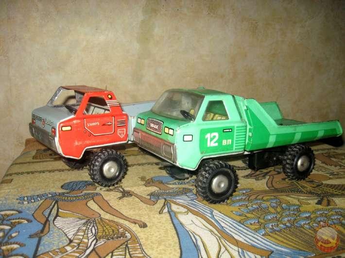 Железные грузовые машинки