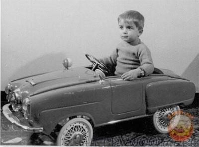 Ребенок в машинке